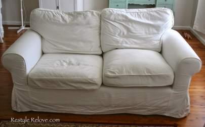 canapé avec coussins effondrés